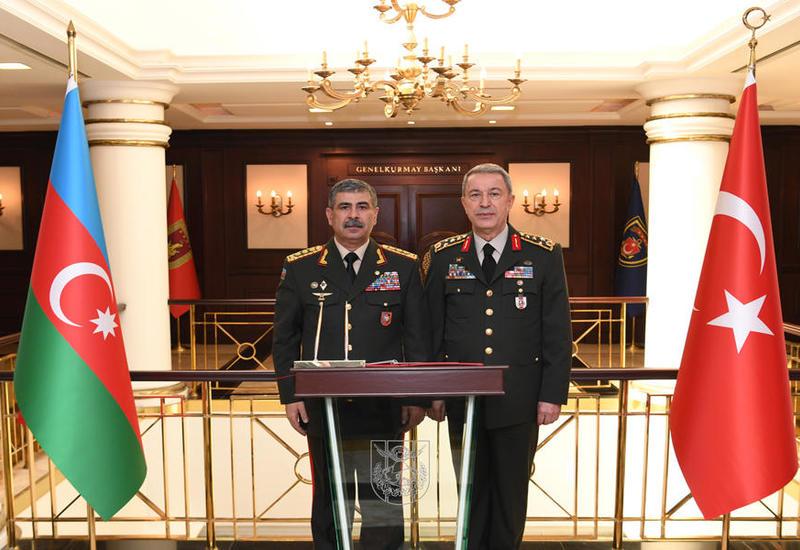 Закир Гасанов встретился с главой Генштаба ВС Турции