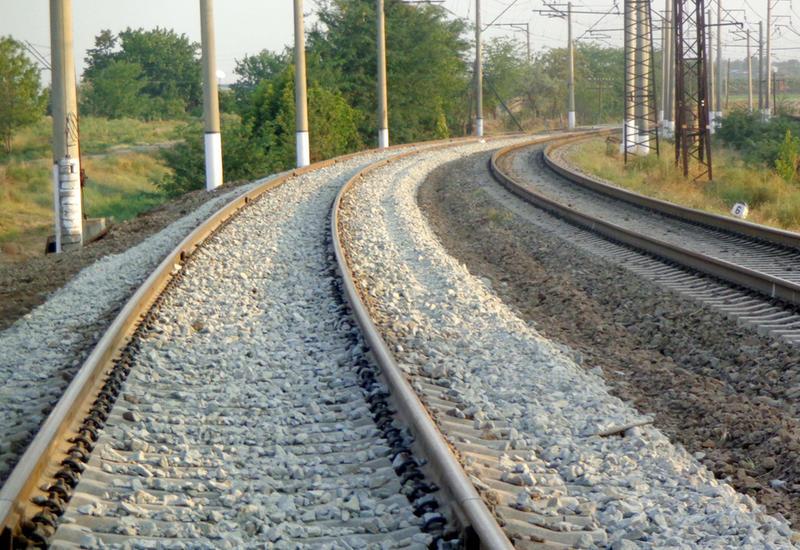 На освобожденных территориях Азербайджана активно ведется строительство железных дорог