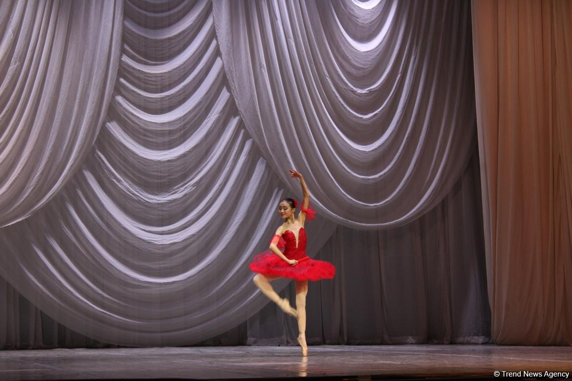 Пластичность и грация: гала-концерт учащихся Казахской национальной академии хореографии в Баку