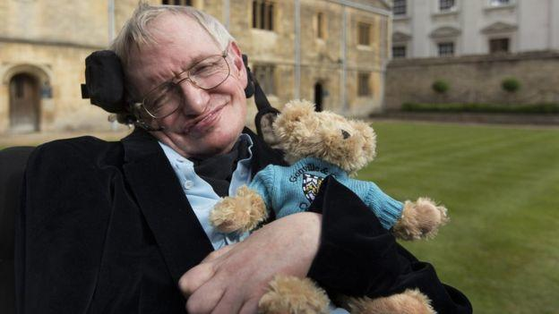 Стивена Хокинга проводили впоследний путь вКембридже