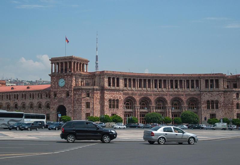Власти Армении назвали шакалами