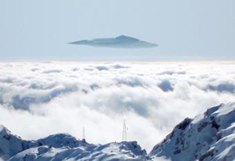 В небе над горами Австрии на видео запечатлен огромный НЛО