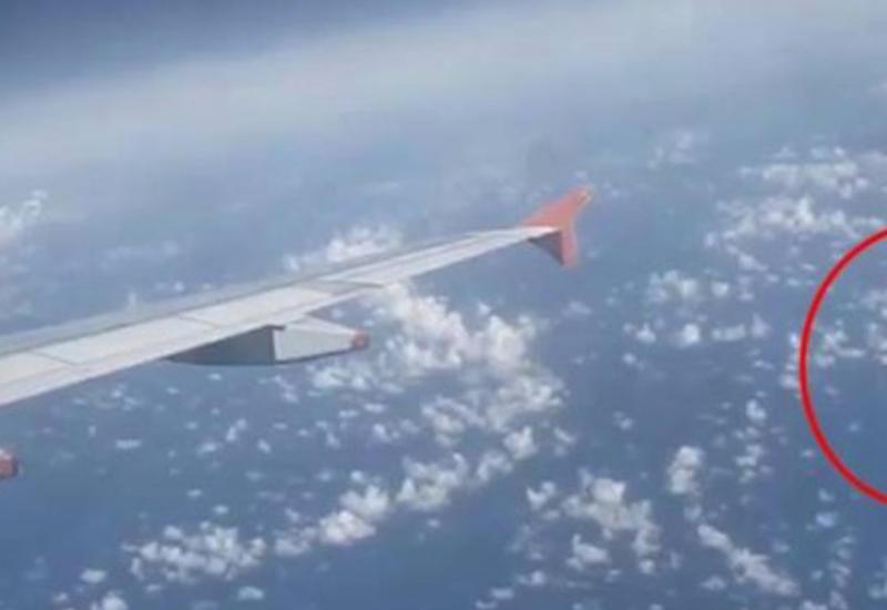 Пассажир самолета снял НЛО в небе над Турцией