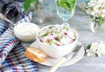 Салат с редисом, яйцом и огурцом - Пошаговый рецепт