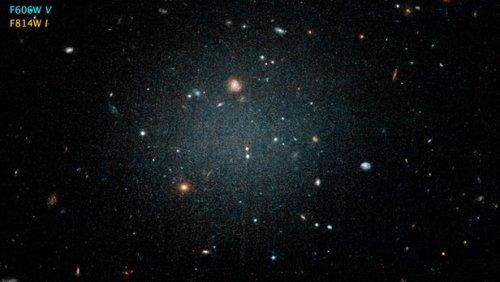 Ученые опровергли теорию взаимодействия темной материи соВселенной— Чернее черного