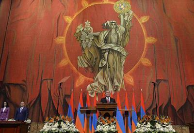 """Новый президент Армении принес присягу на фоне """"обнаженки"""" - Соцсети"""