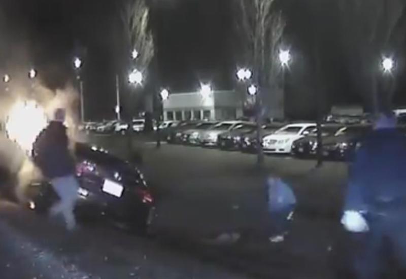 Мужчина вытащил незнакомца из горящего автомобиля