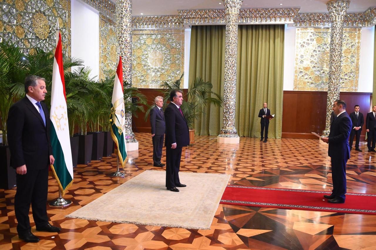 Президентский вертолет руководителя Таджикистана «исчез» вгорах