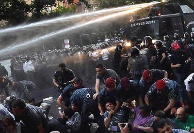 В Ереване митингующие намерены ночевать у парламента