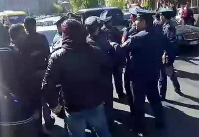 """Черный Галендваген протаранил участников акции протеста в Ереване <span class=""""color_red"""">- ВИДЕО</span>"""