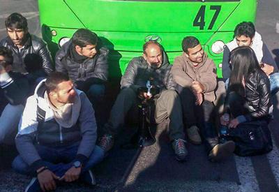 Протестующие возводят баррикады в центре Еревана