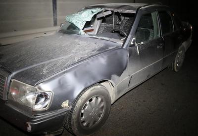 """Страшное ДТП в Баку: Mercedes сбил двух пешеходов <span class=""""color_red"""">- ФОТО</span>"""