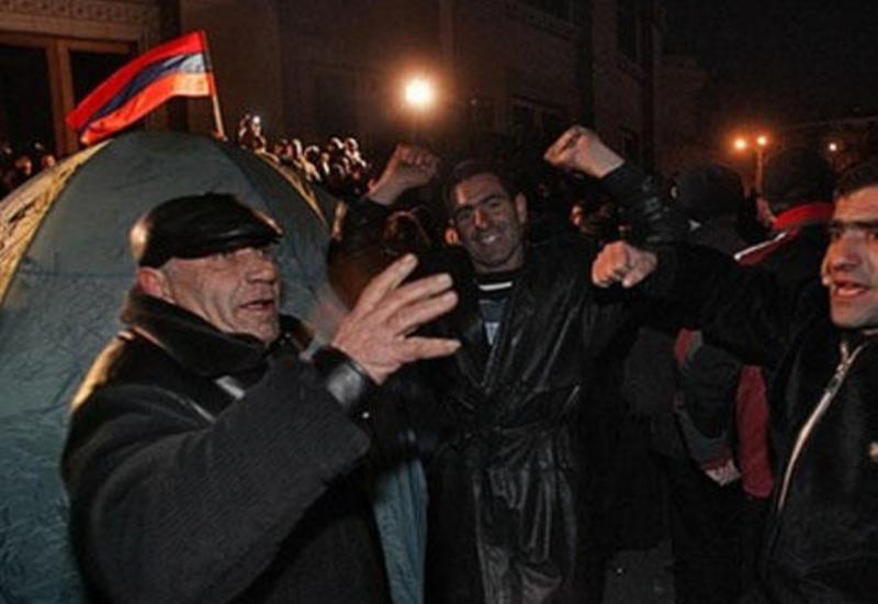 Население Армении не верит ни одной политической силе в стране
