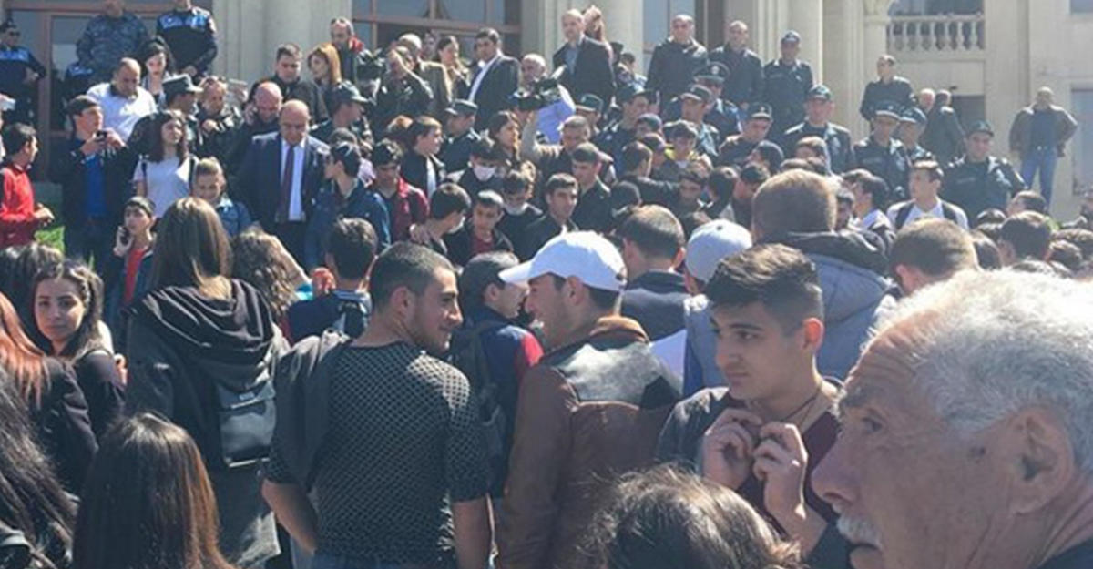 ВЕреване задержаны десятки протестующих