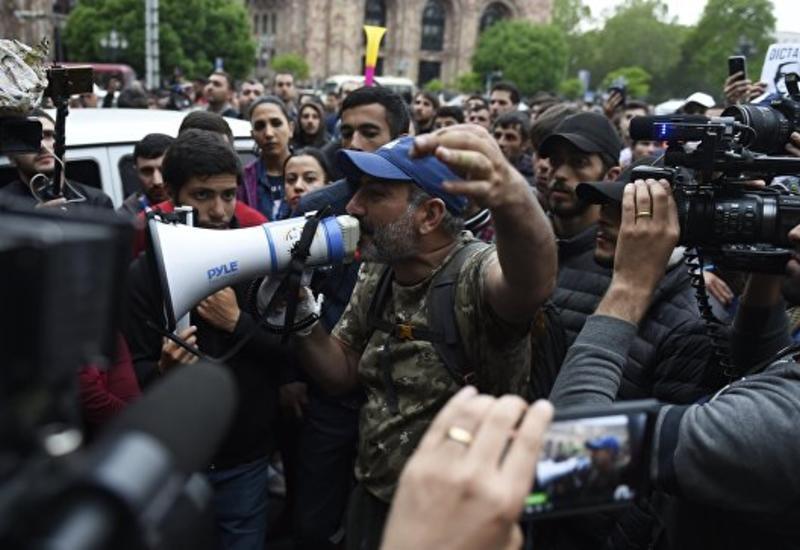 Митингующие в Ереване потребовали ухода Саргсяна с поста премьера Армении