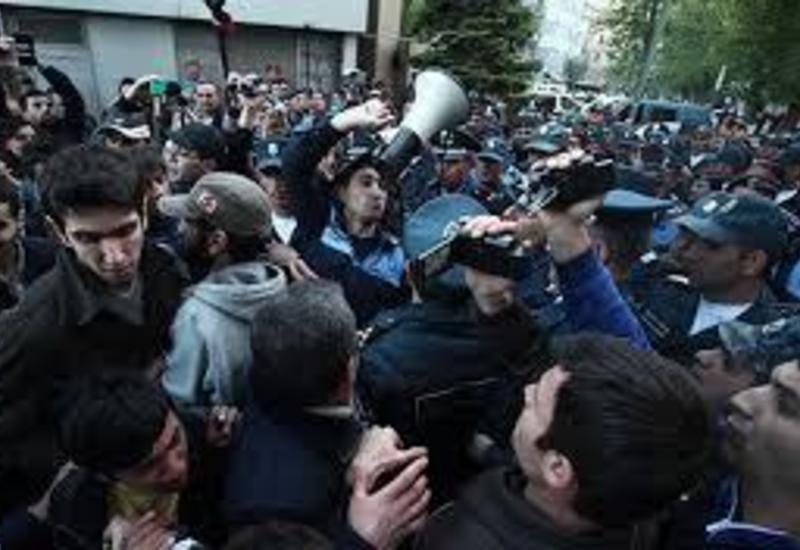 Протестующие в Ереване возобновят акцию тотального перекрытия улиц