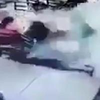 """Врезавшийся в ресторан автомобиль убил на месте 12 человек <span class=""""color_red"""">- ВИДЕО</span>"""