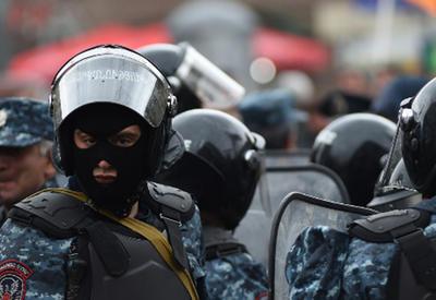 """Крайне напряженная ситуация в центре Еревана, начались массовые задержания <span class=""""color_red"""">- ВИДЕО</span>"""