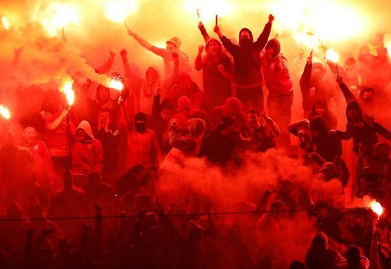 В Турции фанаты устроили нападение на тренера во время матча