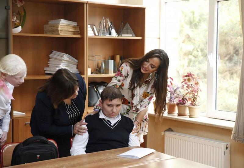 """Вице-президент Фонда Гейдара Алиева Лейла Алиева посетила школу-интернат для детей с ограниченными возможностями <span class=""""color_red"""">- ФОТО</span>"""