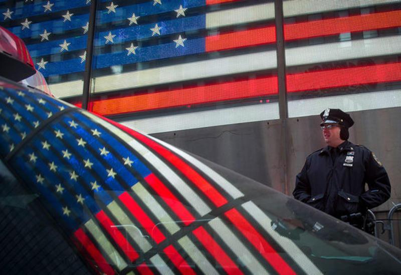 В США неизвестный расстрелял полицейских