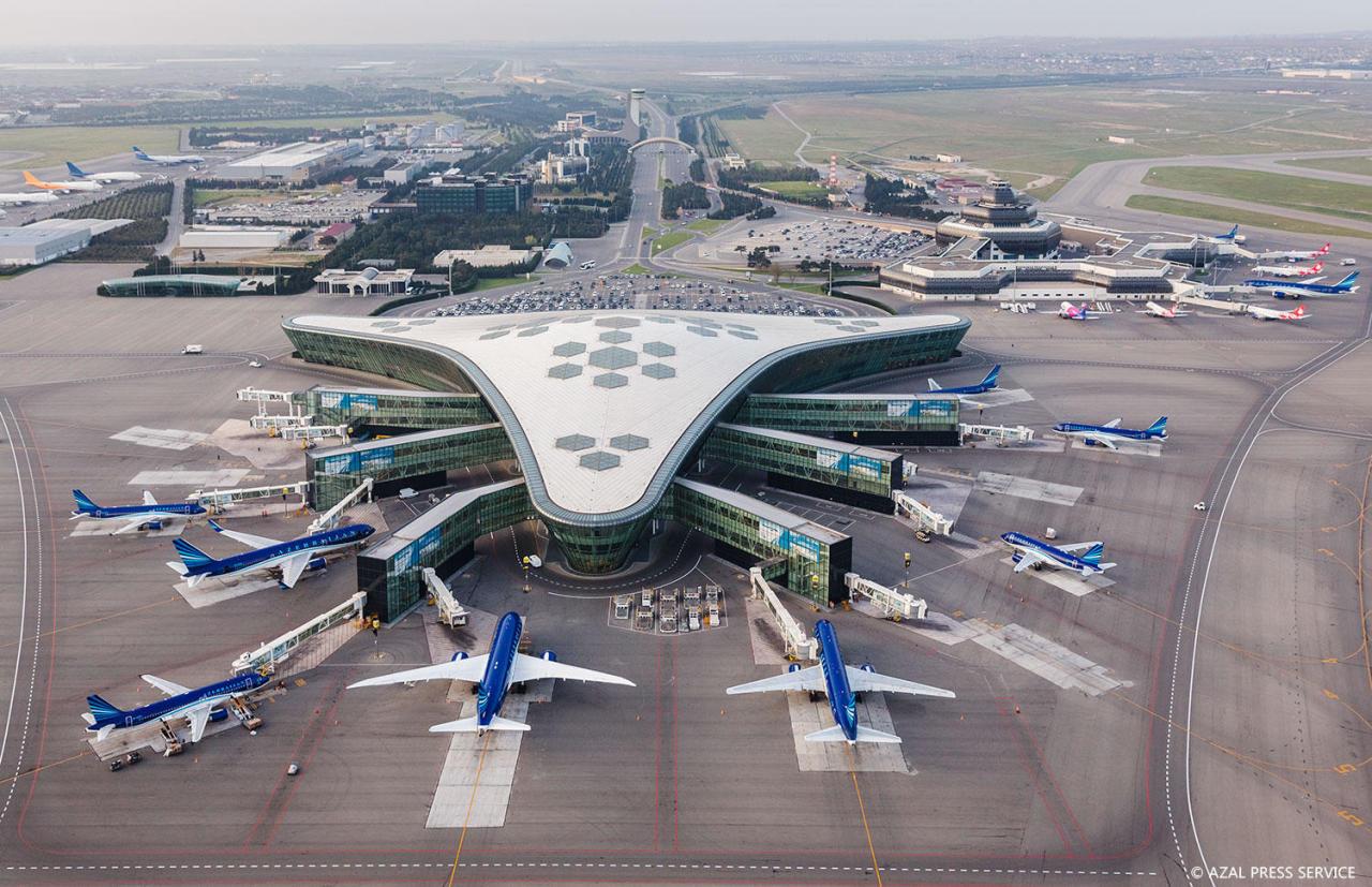 https://img.day.az/2018/04/20/heydar_aliyev_airport_200418__(1).jpg