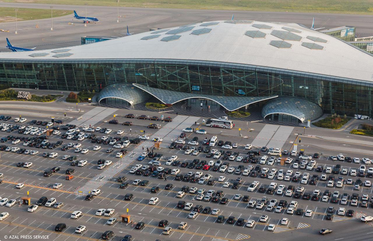 https://img.day.az/2018/04/20/heydar_aliyev_airport_200418__(3).jpg