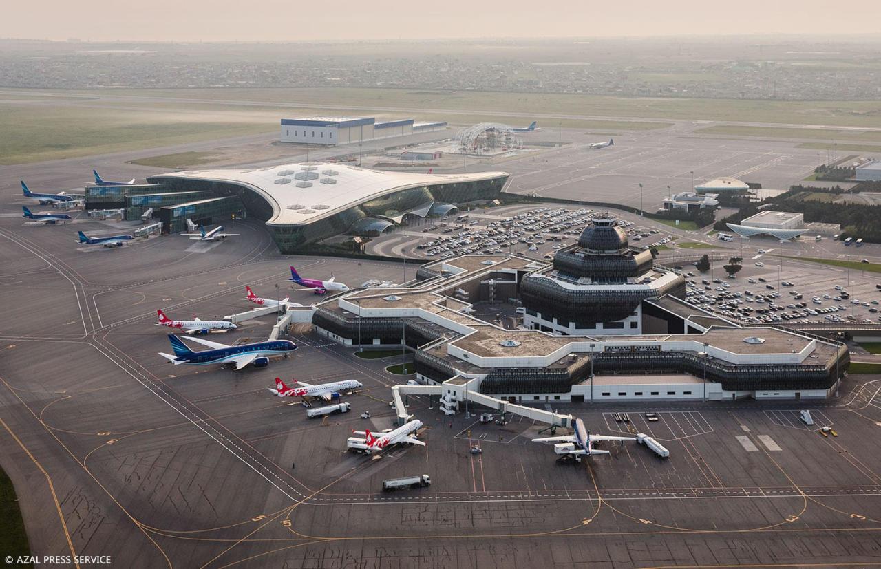 https://img.day.az/2018/04/20/heydar_aliyev_airport_200418__(7).jpg
