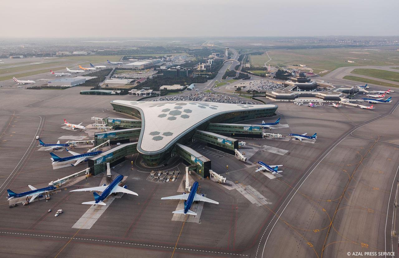 https://img.day.az/2018/04/20/heydar_aliyev_airport_200418__(8).jpg