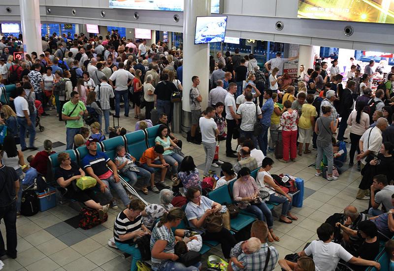 В аэропортах Москвы из-за непогоды отменили и задержали более 50 рейсов