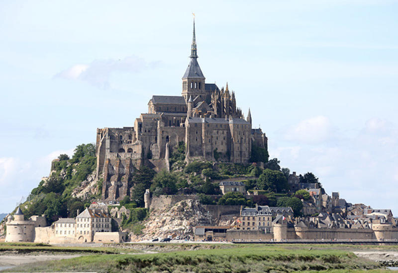 Во Франции после угроз неизвестного эвакуируют остров Мон-Сен-Мишель