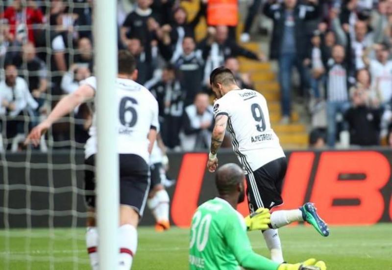 """""""Beşiktaş"""" """"Qalatasaray""""la arasındakı xal fərqini azaldıb"""