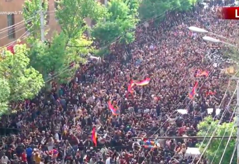 Тысячи протестующих в Ереване готовы продолжить акции