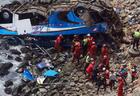 В КНДР автобус с туристами упал с моста, десятки погибших