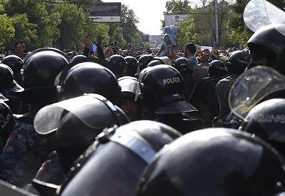 Участники акции протеста напали на полицейских в армянском Аштараке