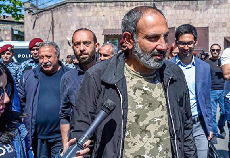 В Ереване на митинг вышло 300 000 человек