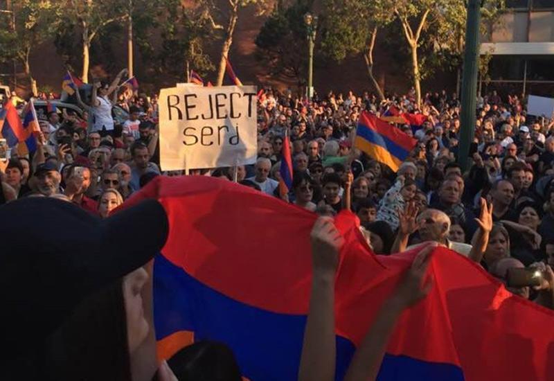 """Беспрецедентно многолюдный митинг в Лос-Анджелесе против Саргсяна <span class=""""color_red"""">- ФОТО</span>"""
