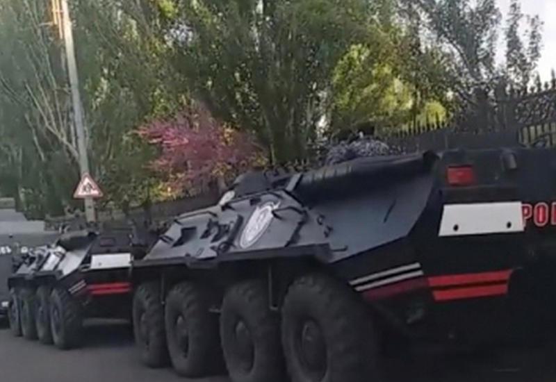 Бронетехника прибыла на помощь Саргсяну