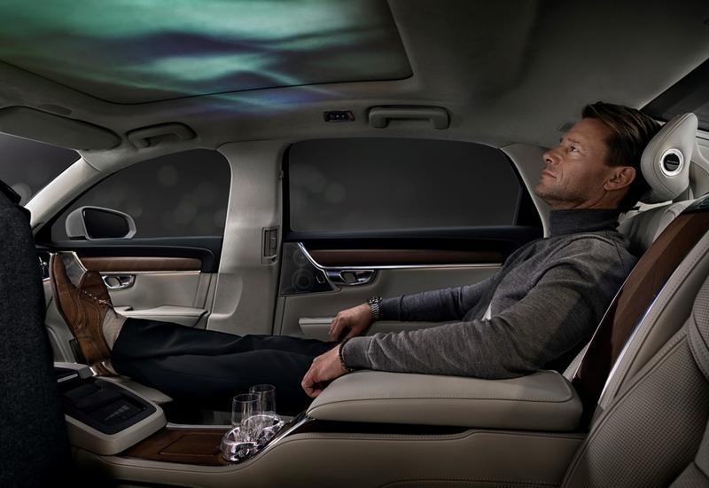 "Volvo научит смартфоны влиять на атмосферу и запах в машине <span class=""color_red"">- ФОТО</span>"