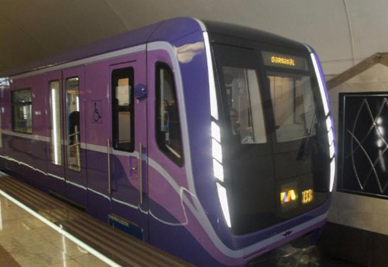 """Yeni metro qatarı sərnişinlərin istifadəsinə verilib <span class=""""color_red"""">- VİDEO</span>"""