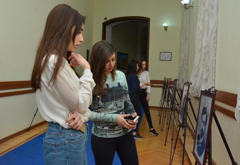 """Экспонаты Азербайджанского музея независимости в UNEC: Республика 100 <span class=""""color_red"""">- ФОТО</span>"""
