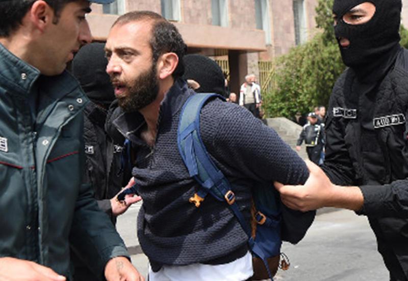 """Как армянская полиция расправляется с демонстрантами <span class=""""color_red"""">- ВИДЕО</span>"""
