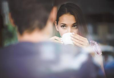 Как привлечь внимание мужчины - Правила флирта