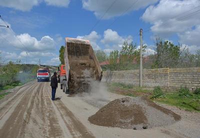 """В Азербайджане реконструируются дороги, соединяющие прифронтовые села <span class=""""color_red"""">- ФОТО - ВИДЕО</span>"""