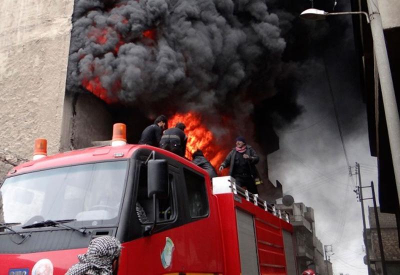 В Сирии после атаки боевиков произошел сильный пожар, есть пострадавшие