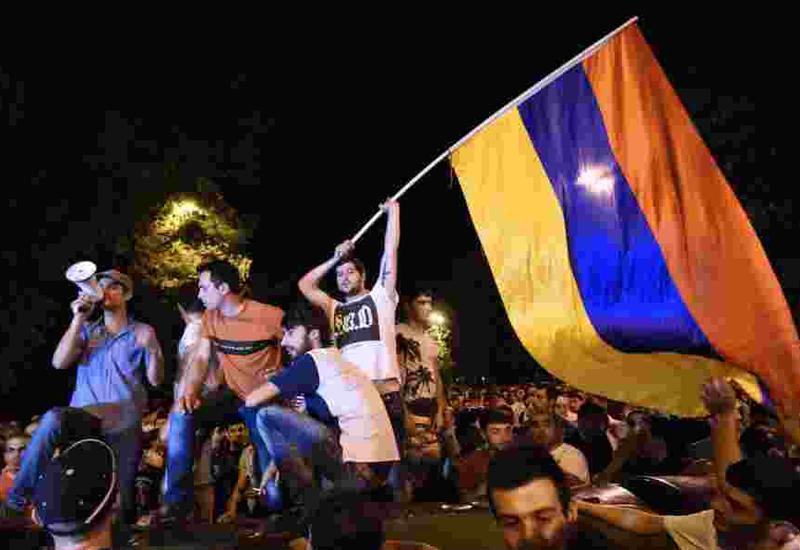 Чебурашка Саргсян: как проигравшая Азербайджану Армения саму себя съела