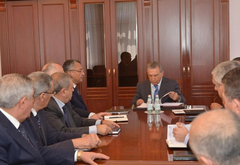 Глава Госкомитета по делам беженцев и вынужденных переселенцев Азербайджана представлен коллективу