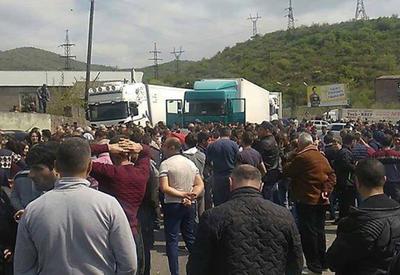 Протестующие в Армении блокируют дорогу в Грузию