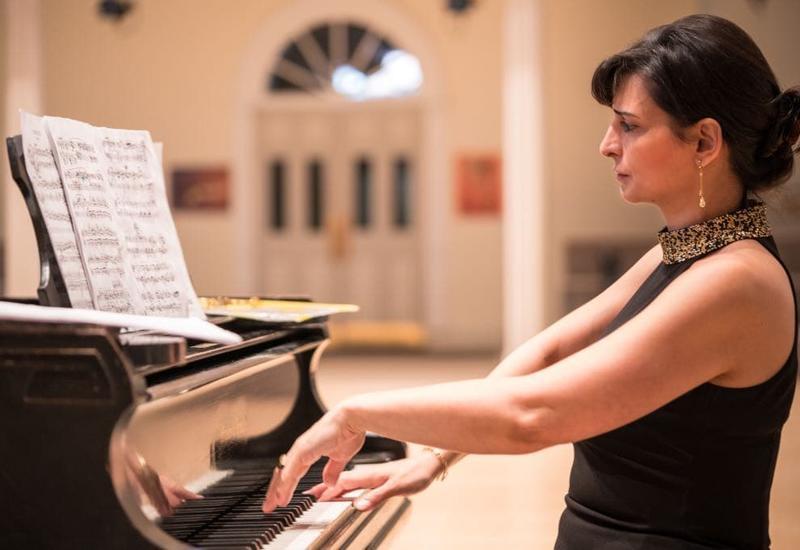 """Азербайджанская пианистка Наргиз Алиярова выступила с тремя концертами в Нью-Йорке <span class=""""color_red"""">- ФОТО</span>"""