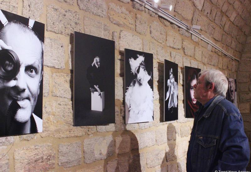 """В Баку открылась персональная фотовыставка известного фотографа Лалы Гусейновой <span class=""""color_red"""">- ФОТО</span>"""